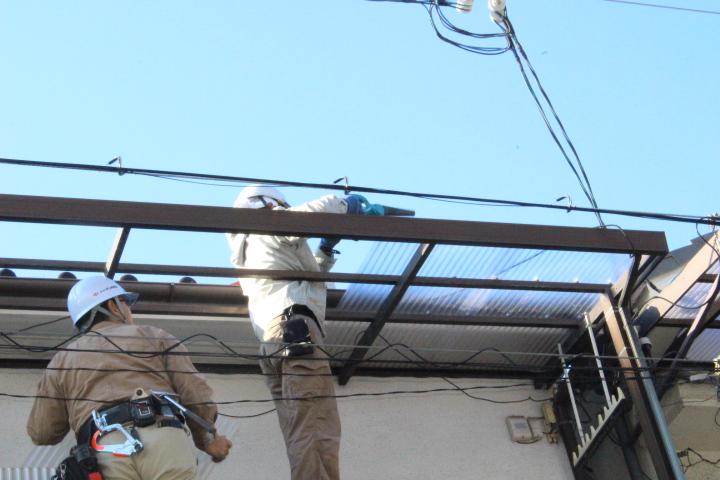 テラス屋根修理中3