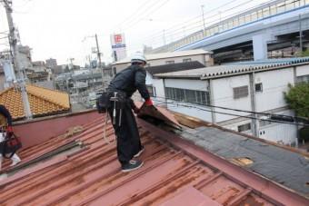 屋根葺き替え施工中1