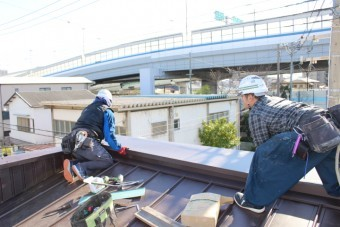 屋根葺き替え施工中4
