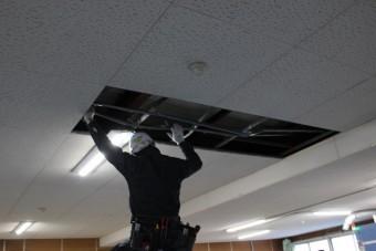 天井修理施工中1