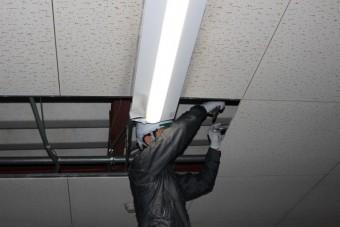 天井修理施工中2