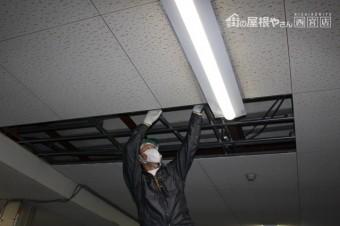 天井修理施工中3