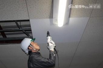 天井修理施工中4