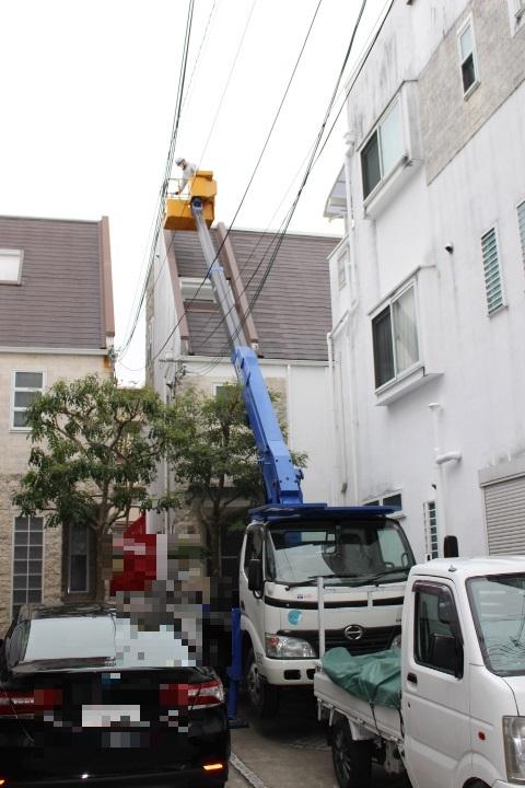 高所作業車雨漏り修理1