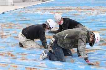 屋根塗装工事ケレン1