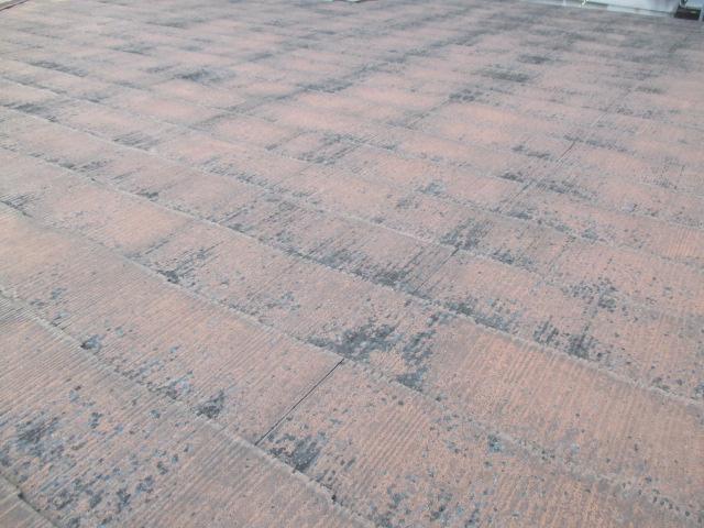 西宮市カラーベスト屋根表面塗膜剥離