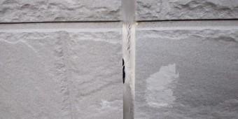西宮市外壁サイディングに使用されている目地部分の亀裂