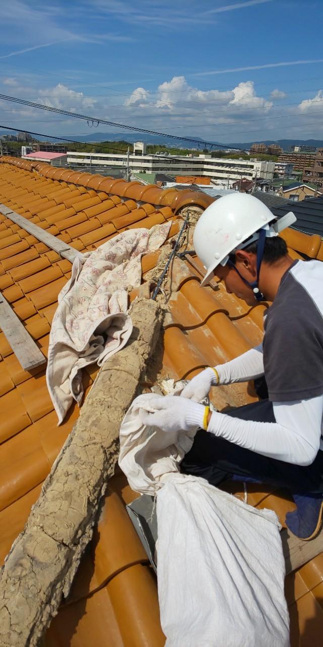 西宮市築30年ほど経過している瓦屋根葺き土撤去作業