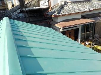 金属屋根に葺き替え